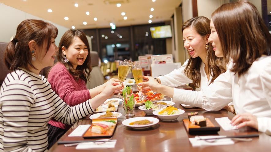 NASUバイキング「エルバージュ」:テーブルに料理を並べてかんぱ~い☆