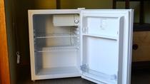 お部屋には冷蔵庫をご用意しております