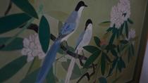 館内各所に、絵画作品を展示しております。