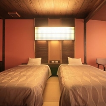 和室の雰囲気をそのままに、ベッドでおくつろぎいただけるお部屋