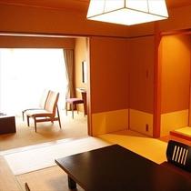 10畳+リビング6畳の半露天風呂付客室