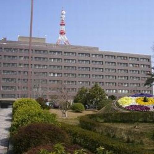 三重県庁(県庁までは徒歩で約10分、車で約3分で行けます)