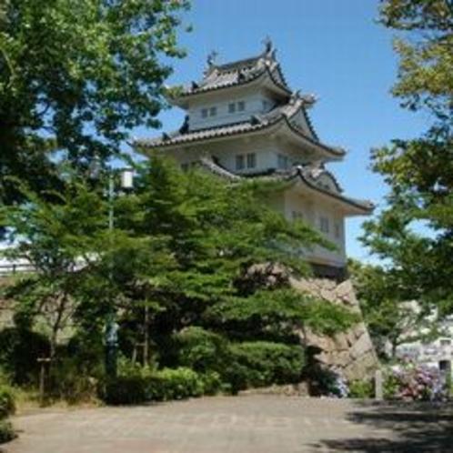津城跡(車で約5分)