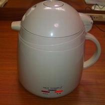 湯沸しポット(10分程度で沸きます)