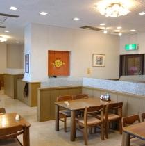 1階レストラン「花びし」の店内