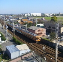 5階からの特急電車の眺め