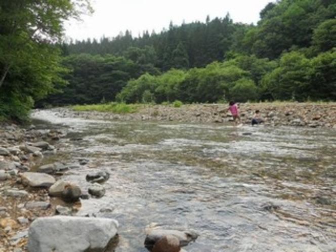 近くの川で川遊び♪
