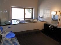 バリアフリー対応の貸切小浴室