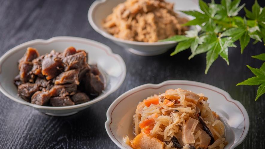 """【朝食】農家さんやお豆腐屋さんから直接買い付けた食材でつくる""""倉渕のうんまいもん""""。"""
