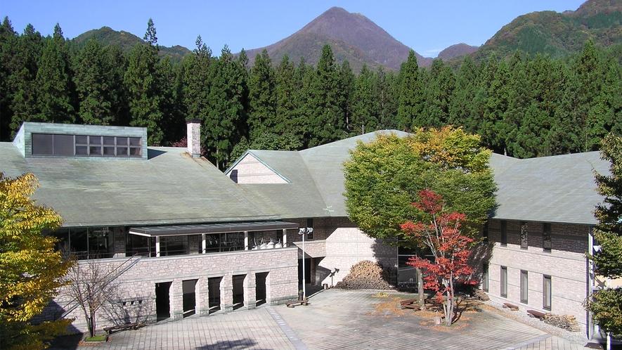 施設外観(はまゆう山荘と浅間隠山)