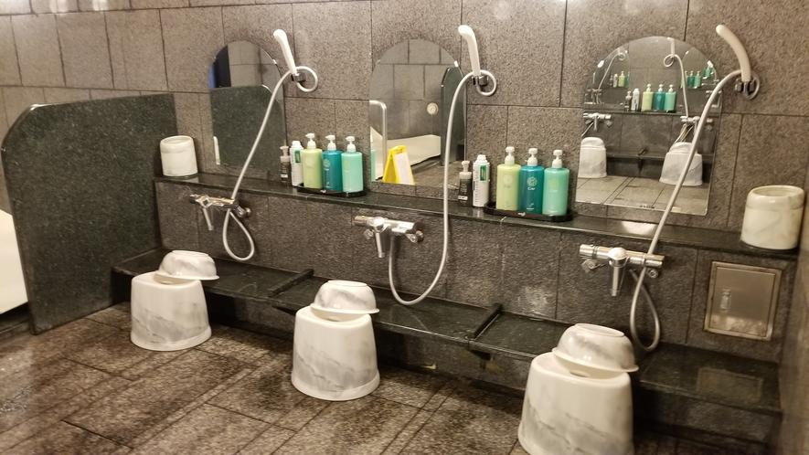 男性大浴場内①