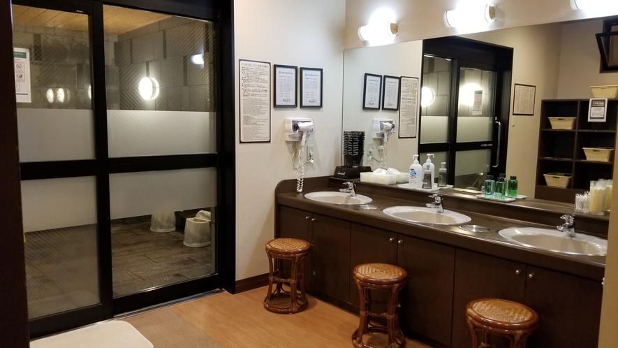 男性大浴場脱衣室