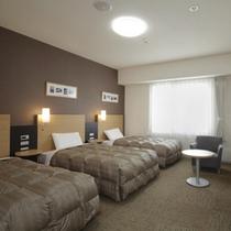 ◆ファミリールーム◆広さ26平米◆ベッド幅110cm×3台◆ご家族やグループ旅行に最適♪