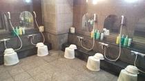 【男性大浴場】カランは6つございます。