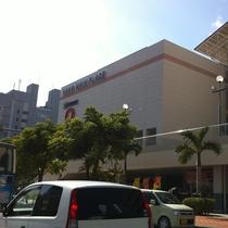 ホテルから徒歩3分には大型ショッピングセンターメインプレイス有!