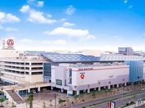 那覇メインプレイスへは・・・徒歩3分 ※那覇市最大のショッピングセンター(映画館もございます♪)
