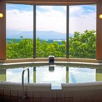 【大浴場】浮いたような不思議な感覚が、心地良い癒しの時間を与えてくれる「空中展望風呂」。