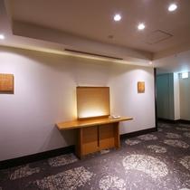 【エレベーターホール前】