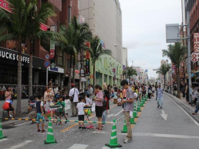 国際通りが日曜日には歩行者天国になり各種イベントがもりだくさん!!