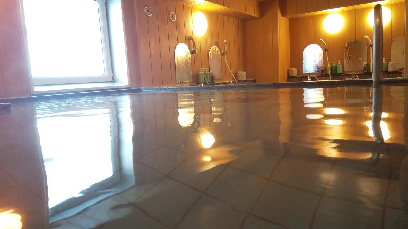 大浴場で旅の疲れを癒していただけます。