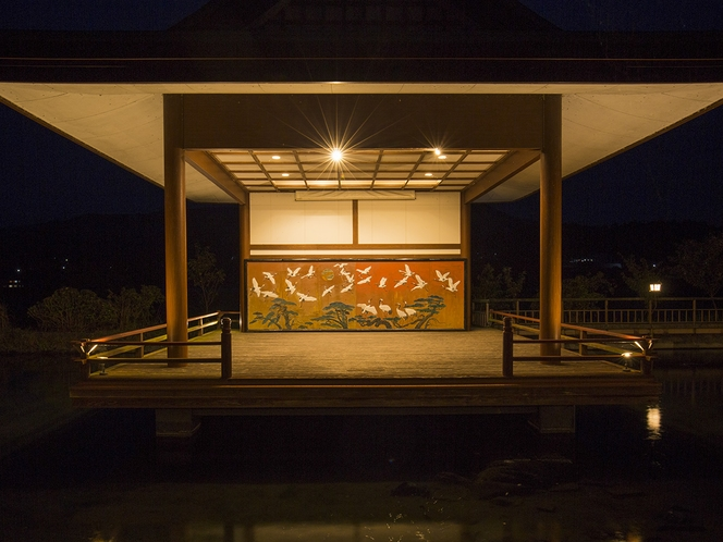 【施設】闇夜に浮かぶ神楽殿