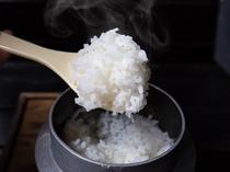南阿蘇産のお米をご飯釜で炊いた炊きたてのご飯