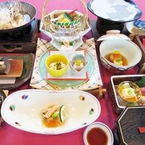 *【夕食:一例】目にも楽しめる鮮やかな夕食。ボリュームも十分です!