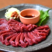 *【追加料理一例】会津産馬刺し。追加料理人気No.1!