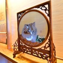 *【館内展示物】館内のあちこちに猫の装飾品があります。