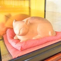 *【館内展示物】館内で猫を見つけるのも、当館の楽しみ方の1つです。