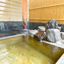 *【露天風呂】式部の愛猫の病を癒したという、歴史深い温泉です。