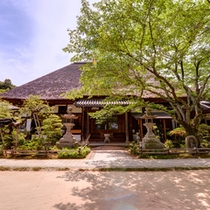 *【円通寺公園】裏山を登って徒歩約10分。良寛和尚が修行したとして有名なお寺です。