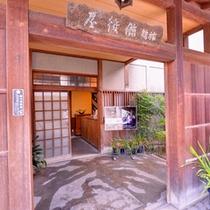 *【玄関】ようこそ倉敷庭園旅館へ。