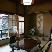 【楓】お部屋の窓から四季折々の風景を眺めながら、ゆっくりと流れる時間・・・