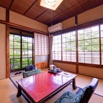 *【清風荘】窓からは、四季の草花と情趣に富んだ庭園をお愉しみいただけます。