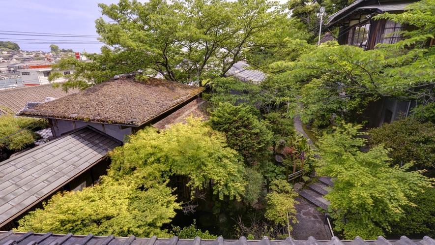 *【楓の眺望一例】備後屋の敷地内には石段や坂道があり、どのお部屋もバリアフリーとはなっておりません。