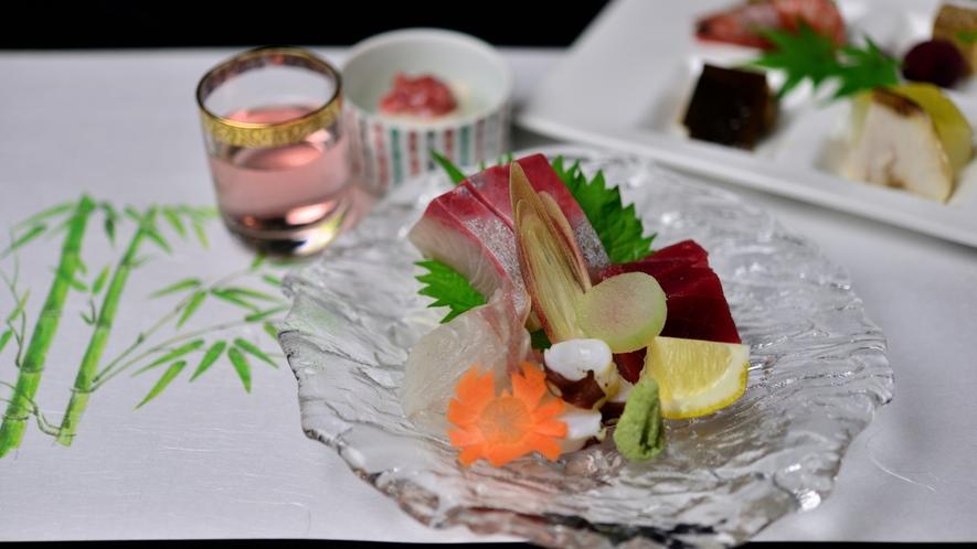 *【お食事一例】四季を感じていただけるよう、食材や盛り付けにもこだわっています。