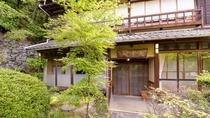 *【楓】木の温もりを感じる木造家屋の客室。団欒のひと時をお過ごし下さい。