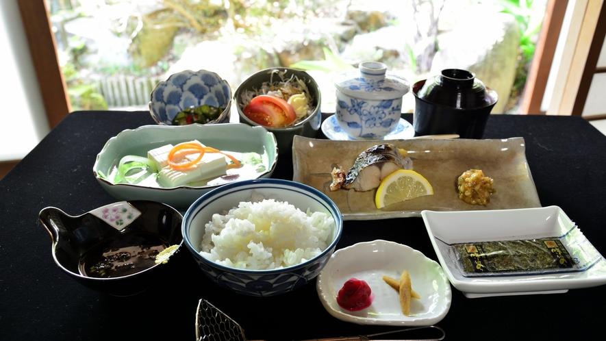 *【朝食一例】爽やかな朝をより楽しませてくれる和朝食をご用意。季節により食材等は異なります