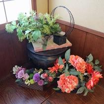 館内/お香の香りと季節の花々が癒しの空間を演出。都会の喧騒をしばし忘れさせてくれますよ☆
