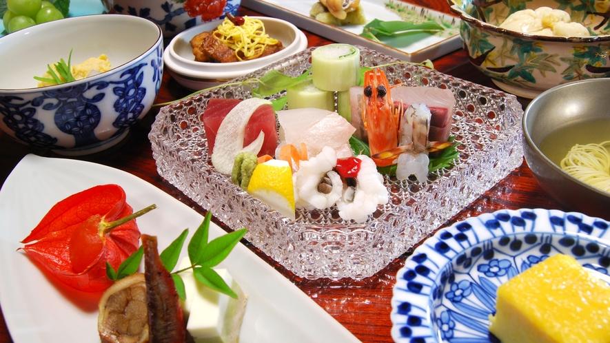 *【懐石料理一例】お部屋でごゆっくりお召し上がりくださいませ。