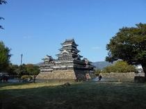 松本城まで車で15分