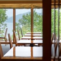 木材を豊富に使用した十和田ホテル内にあるレストラン「真木」 ※真木とは杉や桧などの良木材の総称