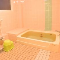 ◆女性側浴室一例/シャンプー、リンス、ボディソープは備え付けております。