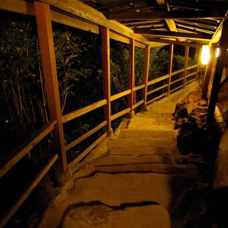 3F貸切露天までの階段(夜)