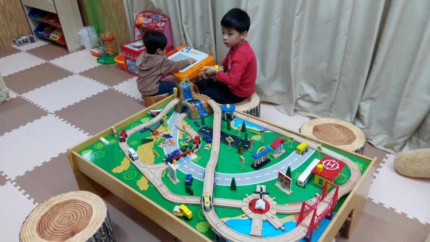 【キッズルーム】10才までのお子様が無料で遊べるキッズルームが卓球場横にオープンしました♪
