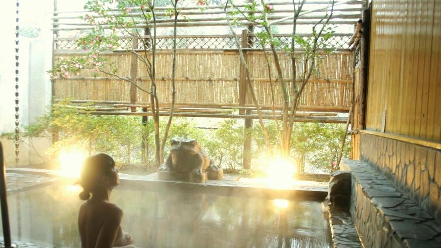 【露天風呂】女性露天風呂。心地よい風を感じながら優雅にくつろいで
