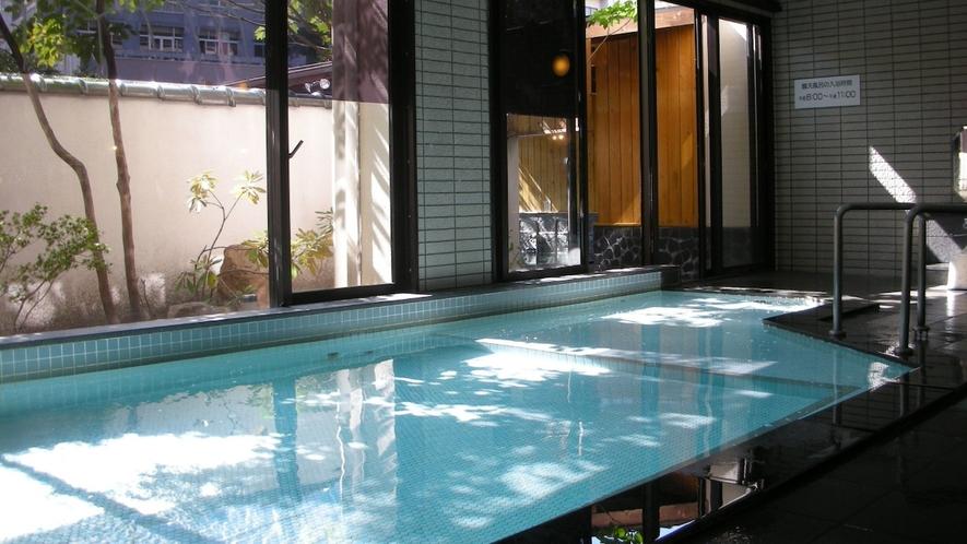 【大浴場】「美人の湯」と呼ばれる飯坂温泉の湯。つるつる美肌を目指す女性におすすめ