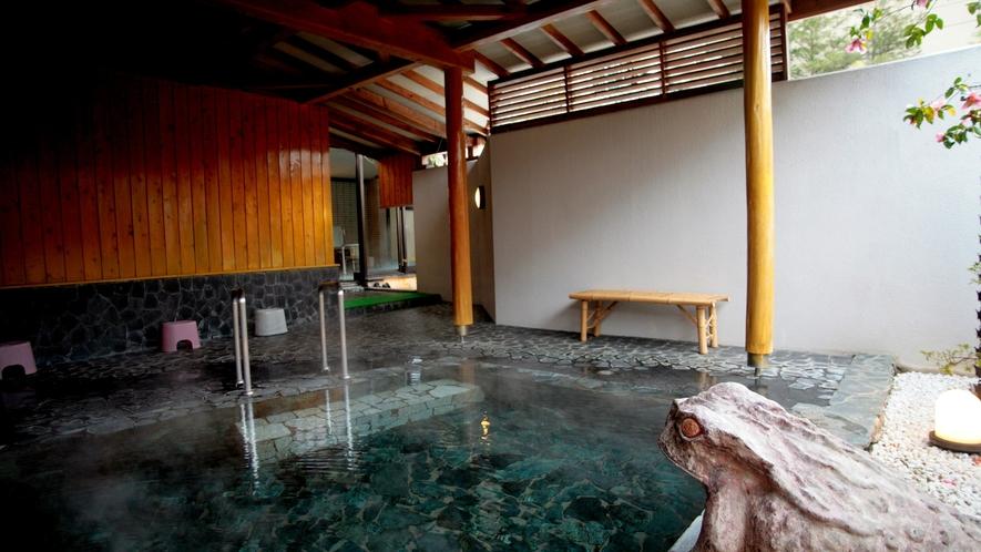 【露天風呂】やわらかな湯に浸かりながら、せせらぎに耳を澄ませる癒しのひと時を。