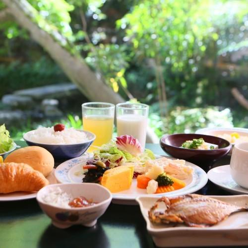 レストランでの朝食一例(バイキングスタイル)